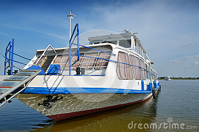 Moored pleasure boat with trap