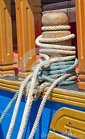 Mooring bollard with ropes