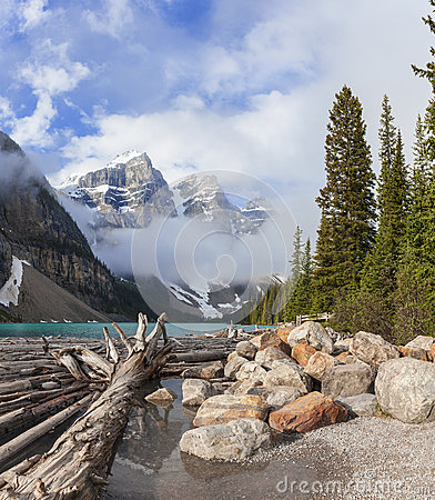 Free Moraine Lake, Banff National Park, Alberta, Canada Royalty Free Stock Images - 31987239