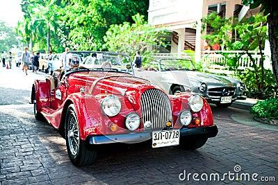 Morgan más 8 en desfile del coche de la vendimia Foto editorial