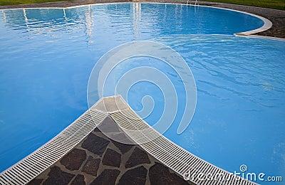 Morgen durch das Pool