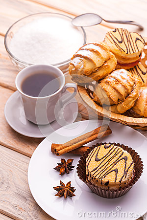 Free Morning Breakfast. Coffee And Fresh Pastries Stock Photo - 38321590