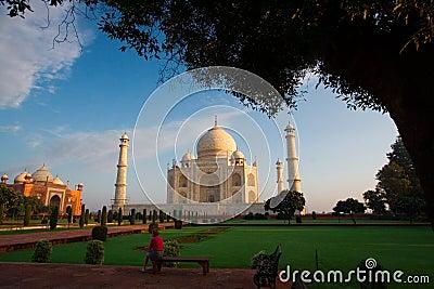 Morning visitors to Taj Mahal