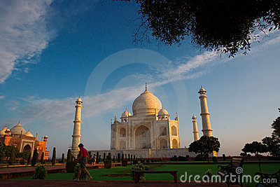 Morning visitors to Taj Mahal