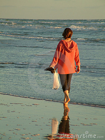 Free Morning Walk On Beach Royalty Free Stock Images - 919939