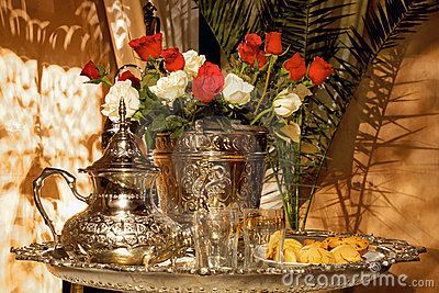 Moroccan tea set with pasteries