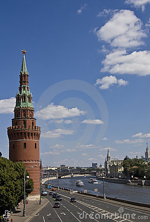 Moscou, une de tours de forteresse et de moscou-fleuve de kremlin