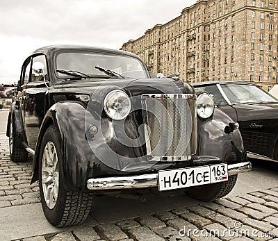 Русский ретро автомобиль Moskvich Редакционное Фото