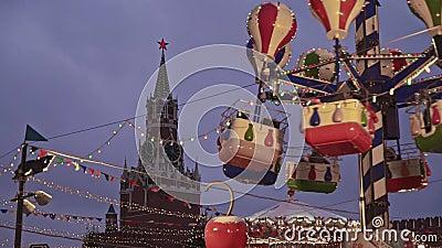 Moskwa Rosja, Grudzień, - 6: Carousel przy Bożenarodzeniowym jarmarkiem przy Moskwa Kremlin na placu czerwonym zbiory