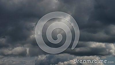 Moskwa, Rosja, widok na Kremlin Góruje dalej przeciw chmurnemu niebu zdjęcie wideo