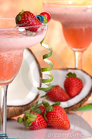 Free Most Popular Cocktails Series - Strawberry Colada Royalty Free Stock Photos - 4012268