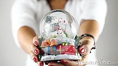 Mostrando a esfera do boneco de neve video estoque