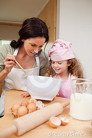 Free Mother And Daughter Preparing Cookies Stock Photography - 22345122