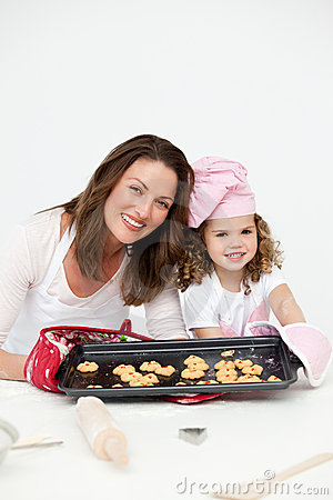 Free Mother And Daughter Showing A Plate With Biscuits Royalty Free Stock Photography - 17376767