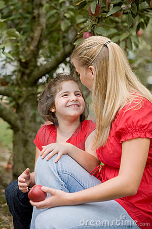 Free Mother And Daughter Talking Stock Images - 6700524