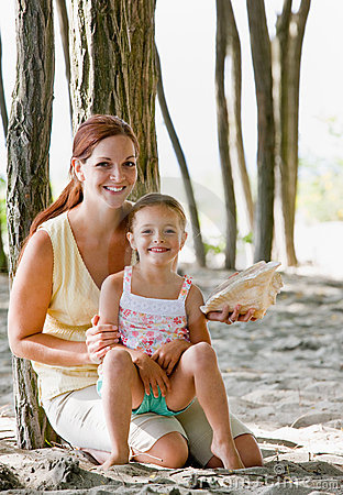 Free Mother And Daughter With Seashell Stock Photo - 7423010