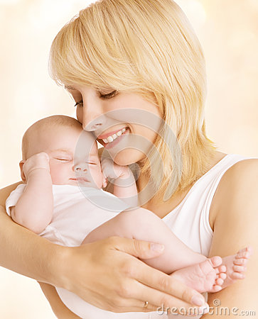Free Mother And Newborn Baby Family Portrait, Woman Embrace New Born Stock Images - 58417584