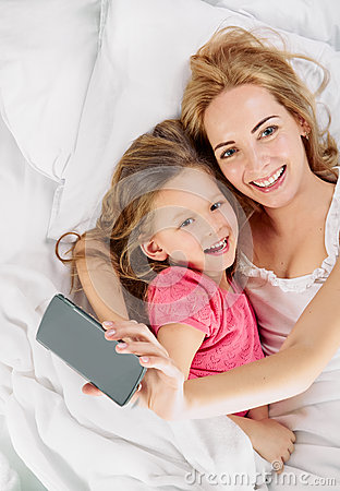Free Mother Daughter. Selfie In White Bed Royalty Free Stock Image - 63191796