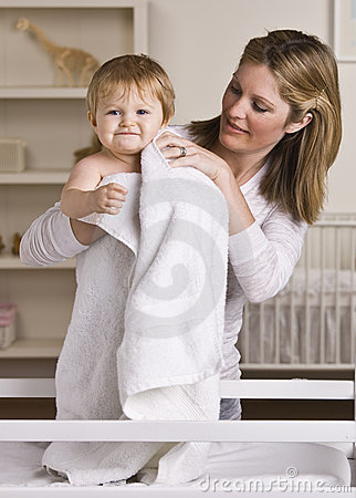 Free Mother Drying Off Baby Royalty Free Stock Images - 10320699