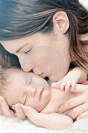 Free Mother Kissing Newborn Baby Stock Images - 35409654