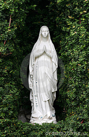 Free Mother Mary At Grotto Royalty Free Stock Photo - 891065
