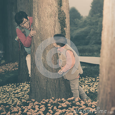 Free Mother Son Playing Hide Seek Games Stock Photos - 62089153