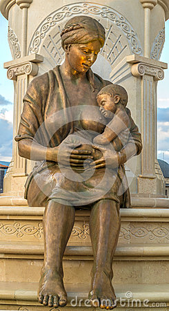 Free Mother Statue Stock Photography - 49604382