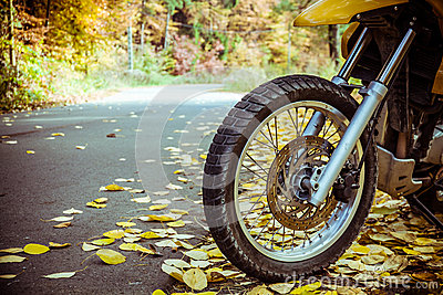 Motorbike wheel and tire
