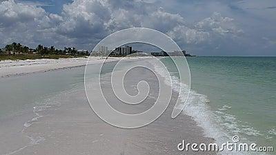 Mouche au-dessus de vidéo de plage de la Floride banque de vidéos