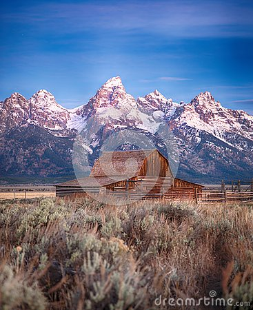 Free Moulton Barn Grand Teton, Wyoming Stock Photo - 107096870