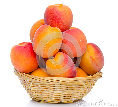 Free Mound Of Apricots In A Basket Stock Photo - 41800050