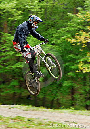 Free Mountain Biker In The Air Royalty Free Stock Images - 22473029