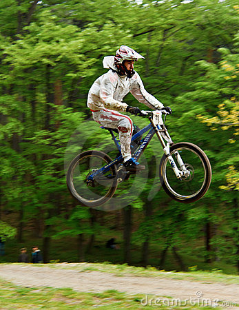 Free Mountain Biker In The Air Royalty Free Stock Photos - 22473038