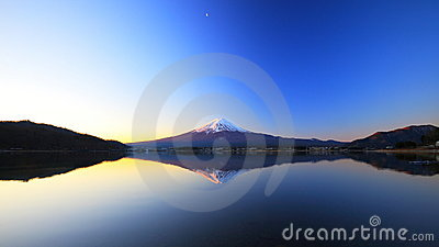 Mountain Fuji and lake reflection