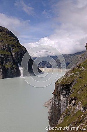 Free Mountain Lake Dam Royalty Free Stock Photos - 1417948