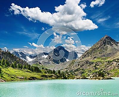Mountain lake Darashkol