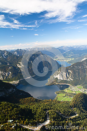 Mountain lake Hallstattersee