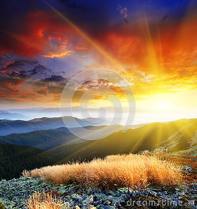 Free Mountain Landscape Royalty Free Stock Photo - 141284365