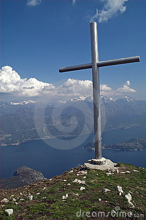 Free Mountain Summit Cross With Lake View, Italy Royalty Free Stock Photos - 13659658