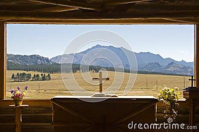 Mountain View de la ventana de la iglesia