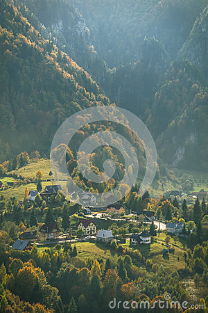 Free Mountain Village In Autumn Royalty Free Stock Photos - 61235888
