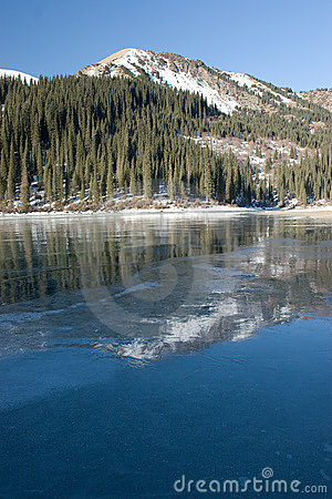 Free Mountains And Lake. Reflection On The Ice. Royalty Free Stock Photography - 8152907