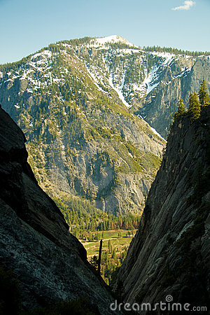 Free Mountains In Yosemite Park Royalty Free Stock Photography - 5098187