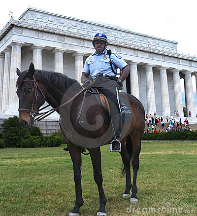 Mounted Park ranger in front of Lincoln Memorial Editorial Stock Image