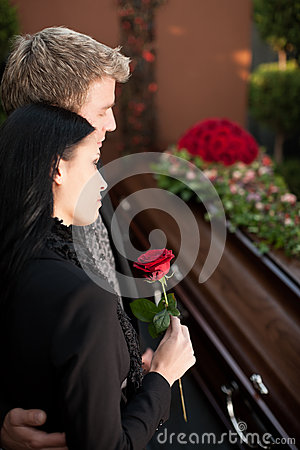 Free Mourning Couple At Funeral With Coffin Royalty Free Stock Photography - 27039607