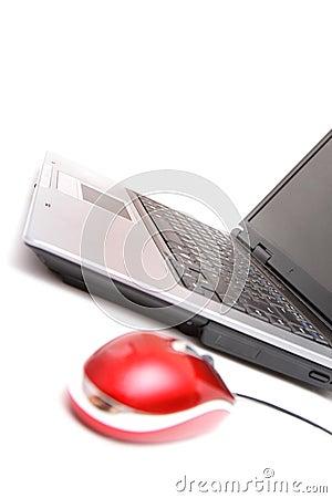 Mouse con computer personale e rosso