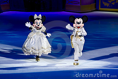Mouse Disney di Mickey e di Minnie su ghiaccio Fotografia Stock Editoriale