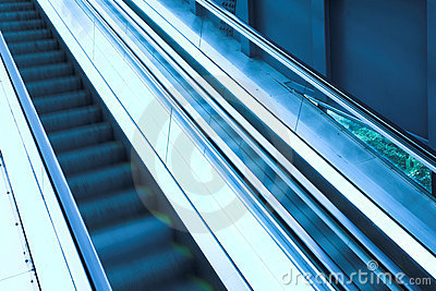 Move escalator in modern office