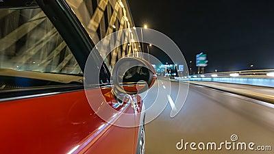 Movimenti dell'automobile a velocità veloce al drivelapse del hyperlapse del timelapse delle vie di notte video d archivio
