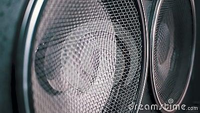 Movimento da membrana de papel vintage do alto-falante acústico subwoofer Vibração de latão e reprodução Movimento lento filme